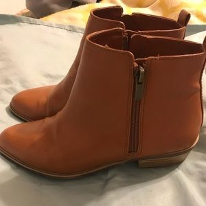 Used brown ankle boots! Perfect for the season!